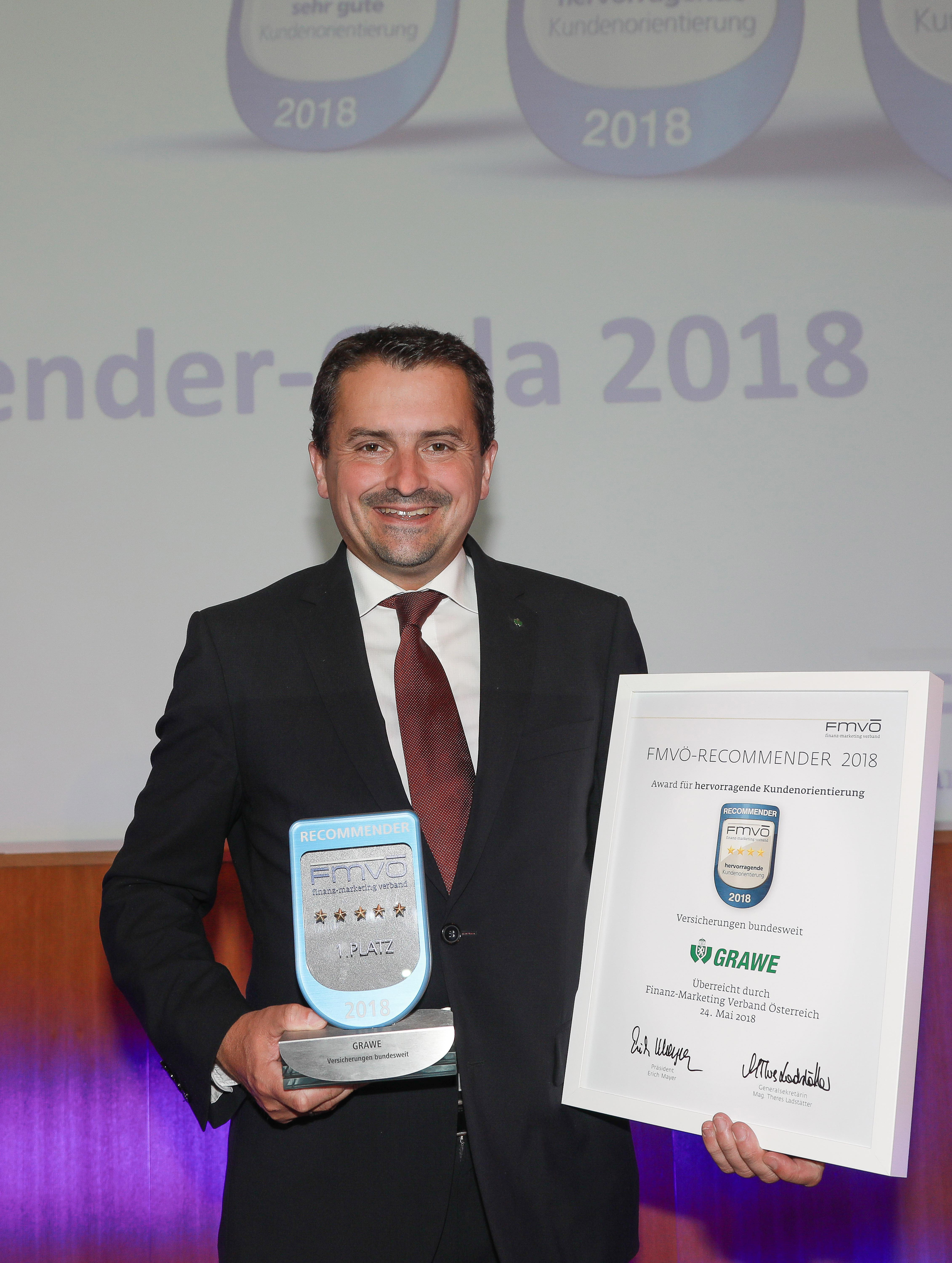 MMag. Georg Schneider receiving the Recommender Award 2018